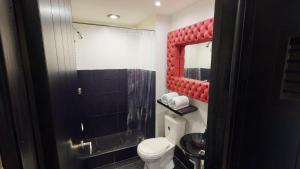 A bathroom at Apartamentos chico 93