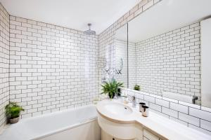 A bathroom at No.5 Maddox Street