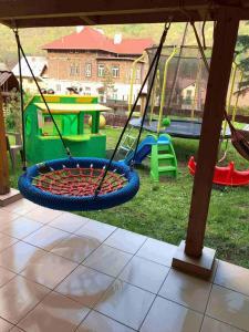Plac zabaw dla dzieci w obiekcie Willa Rytro dom w górach