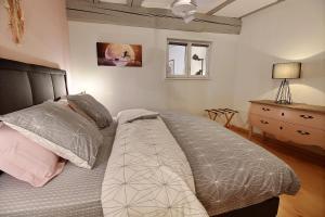 Ein Bett oder Betten in einem Zimmer der Unterkunft LE PTIT BARTHO