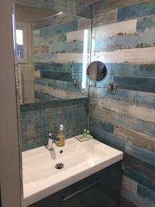Salle de bains dans l'établissement Gîtes Le Petit Nailly