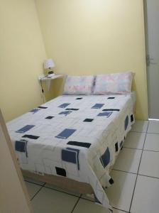 A bed or beds in a room at Recife Centro Apartamento