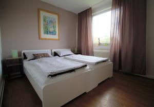 Ein Bett oder Betten in einem Zimmer der Unterkunft Zentrale moderne Ferienwohnung