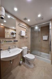 A bathroom at Apart-Hotel Mezhdunarodnaya