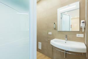 A bathroom at Sorrento Sweet Sirena 2