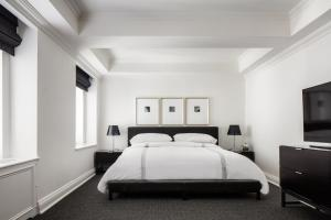 A bed or beds in a room at AKA Sutton Place