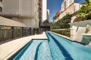 The swimming pool at or near Marriott Executive Apartments Sao Paulo