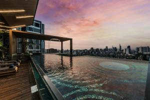 The swimming pool at or close to D1Mension Residences