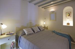 Postel nebo postele na pokoji v ubytování Cori Rigas Suites
