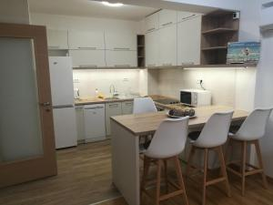 A kitchen or kitchenette at MAGICAL FOREST