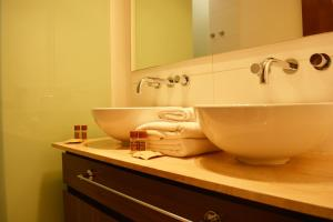 Un baño de Sunset Apartments