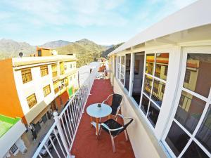 Ein Balkon oder eine Terrasse in der Unterkunft Nue Penthouse with Mountains and Sea Views