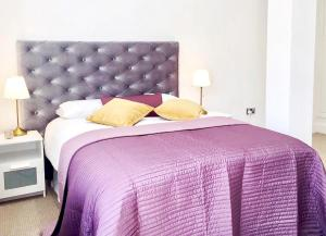 A bed or beds in a room at Harrow Apartments