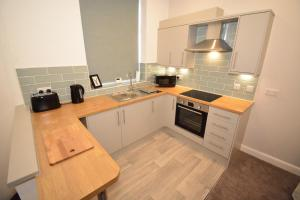 A kitchen or kitchenette at F.G. Apartments Winckley Square 1