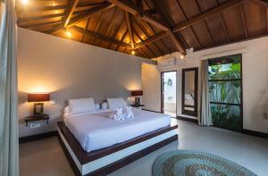 En eller flere senge i et værelse på Villa Dipta 6-bedroom