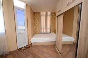 A bed or beds in a room at Apartment with sea view on 22 floor