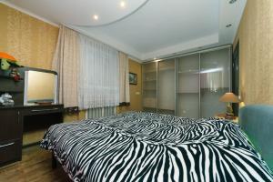 Ліжко або ліжка в номері 2-х комнатная Мед-Городок, НАУ, Исида, Донца 27 первый этаж.