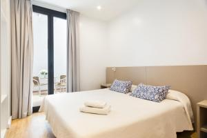A bed or beds in a room at BcnStop Parc Güell