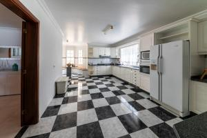 A cozinha ou kitchenette de Mansion Almond - SEA, SUN and a charming refuge!