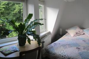 A bed or beds in a room at Terraced house Worpswede - DNS061001-IYB