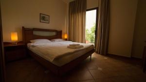 A bed or beds in a room at Casa Verde Suites