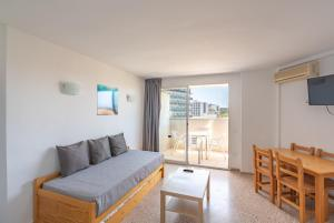A seating area at Magalluf Playa Apartments - Adults Only