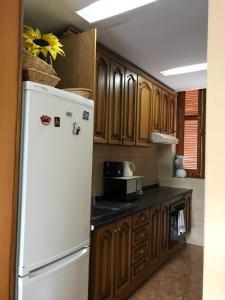 Una cocina o kitchenette en Holiday Home Bungamar