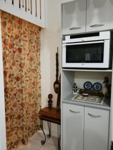 A kitchen or kitchenette at Unit 3