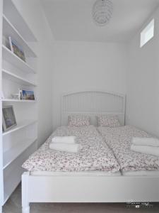Posteľ alebo postele v izbe v ubytovaní Emily Apartment