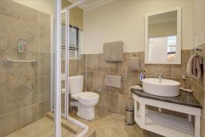 A bathroom at Makarios On Sea