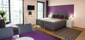 Ένα ή περισσότερα κρεβάτια σε δωμάτιο στο Prague apartment in residential tower · parking