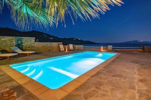 The swimming pool at or close to Santamare Villa