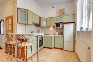 Kuchyň nebo kuchyňský kout v ubytování Cosy-Old town Apartment