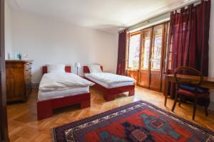A bed or beds in a room at Magnifique maison vigneronne avec grand jardin
