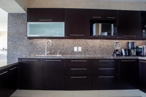 A kitchen or kitchenette at Suites Costa Dorada