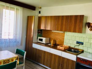 A kitchen or kitchenette at Rodinný RETRO domček