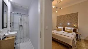 A bathroom at Bentis Luxury Apartments