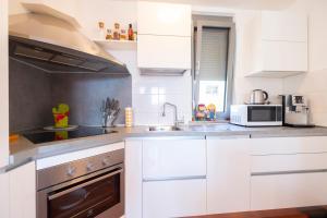 Kuchyňa alebo kuchynka v ubytovaní Flat at the seafront