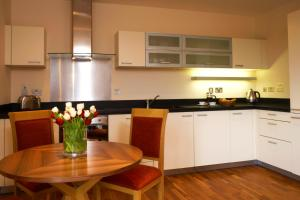 A kitchen or kitchenette at Marlin Canary Wharf