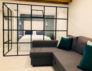 A seating area at Canarios Apartments Catarina