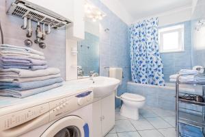 A bathroom at Apartments Gea