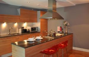 A kitchen or kitchenette at Glasgow Merchant City Ingram Street