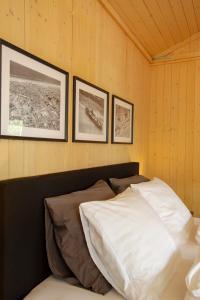 Cama ou camas em um quarto em Centre beach lodge