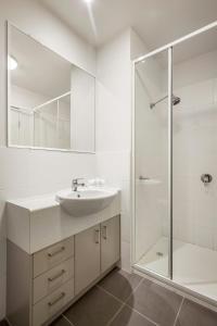 A bathroom at Quest Ipswich