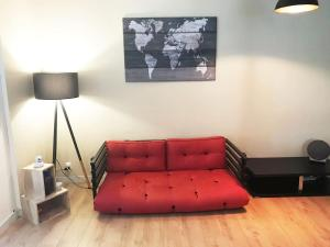 A seating area at VERY NICE ground floor Apartment in a GREAT LOCATION