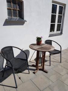 Een patio of ander buitengedeelte van Skovlund Apartments
