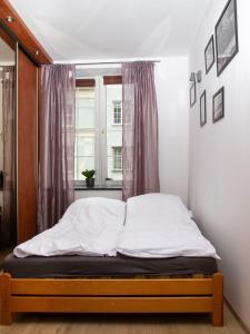 Łóżko lub łóżka w pokoju w obiekcie Apartament w centrum