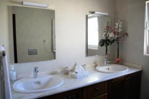 A bathroom at Casa Mira Ria by Cozy Homes