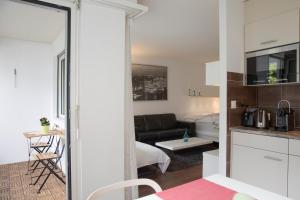 A kitchen or kitchenette at New renovated modern furnished apartment downtown
