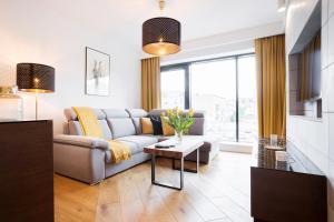 A seating area at Apartments Poznań Niedziałkowskiego by Renters